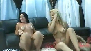 Lesbian babes playing for the cam
