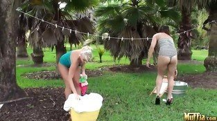 Outdoor Pussy Licking Babes in Lesbian Fun