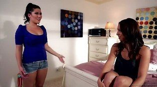 London Keyes shows Sara Luvv how her strap on works