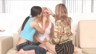 Lesbian 18 years old threesome